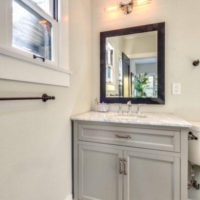 Bathroom - 854 Serrano Pl Los Angeles